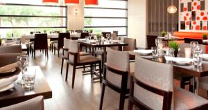 Radisson Hotel Phoenix Airport Renovates Public Space and Restaurant