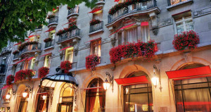 Historic Paris Hotel to Auction Off Items