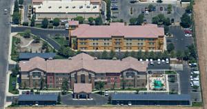 Hampton Inn Bakersfield Unveils Solar Carport