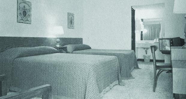 Days Inn - Guestroom- Circa 1970