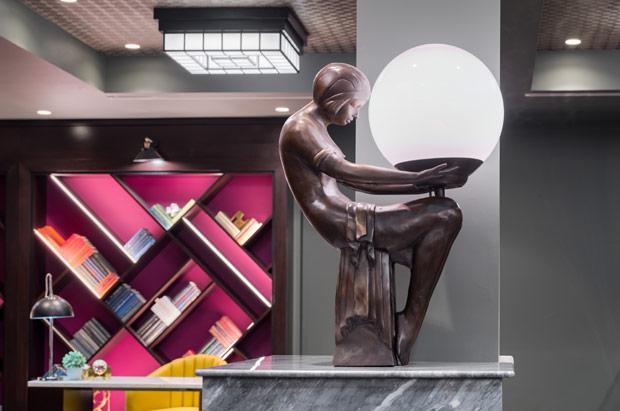 Tryp Newark Lobby Statue