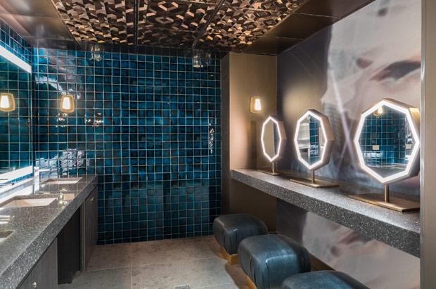 Tryp Newark Public Bathroom