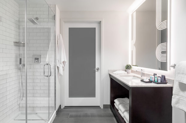 Tryp Newark Guestroom Bathroom