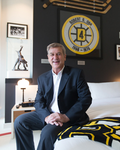 Bobby Orr in Ames Boston Hotel's Bobby Orr Suite