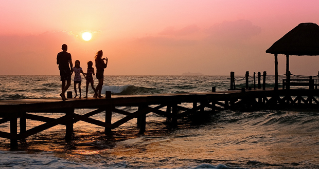 Millennials - families on vacation