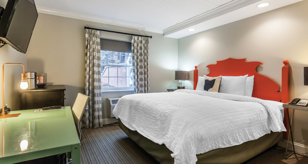 Aurora Inn guestroom