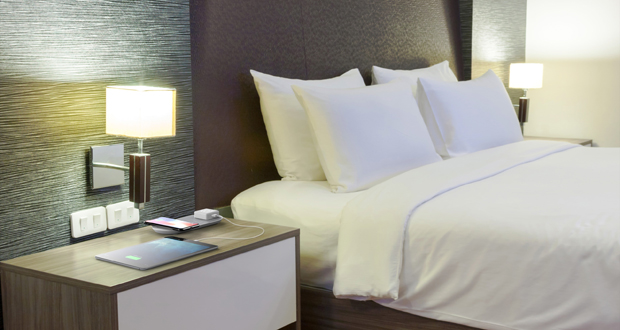 business travelers want more tech in their hotel room