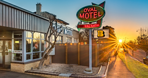 Oval Motel Bendigo - Photo by Chris Jack