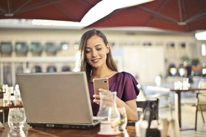 adult-work-computer-online