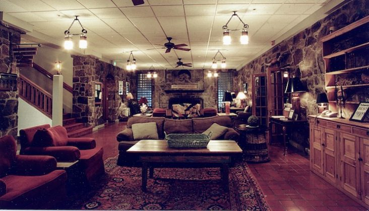 Mountain Lake Lodge's lobby before the renovation