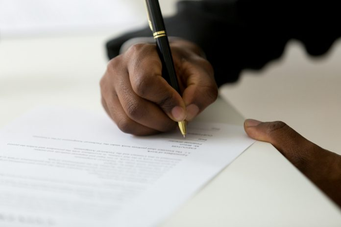 Signing a manchise agreement