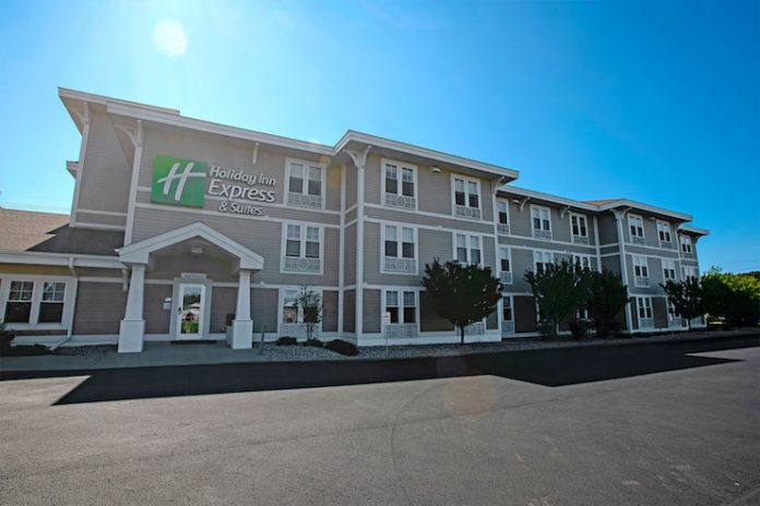 Holiday Inn Express & Suites in Iron Mountain, Michigan