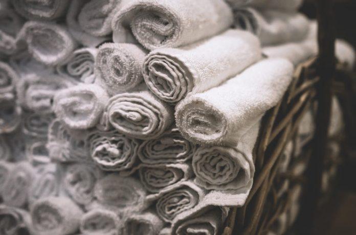 bath-towels-bathroom-black-and-white-282892