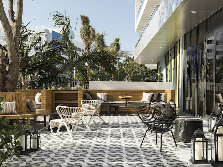 Minnow Bar Outdoor Seating, Kimpton Angler's Hotel, Miami Beach (Photo Credit: Laure Joilet)